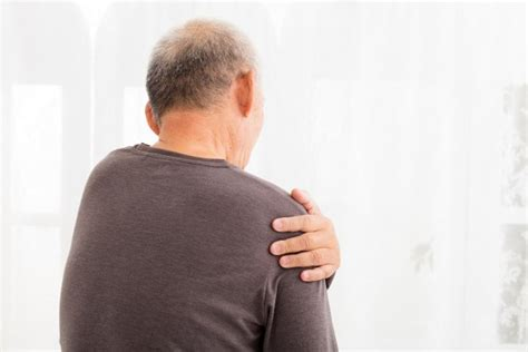Upper arm muscle pain, ice compress and sign of heart attack
